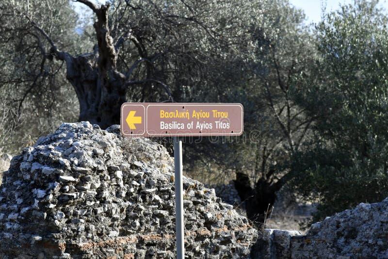 Grecja, Crete wyspa, kierunku znak antyczna bazylika obraz stock