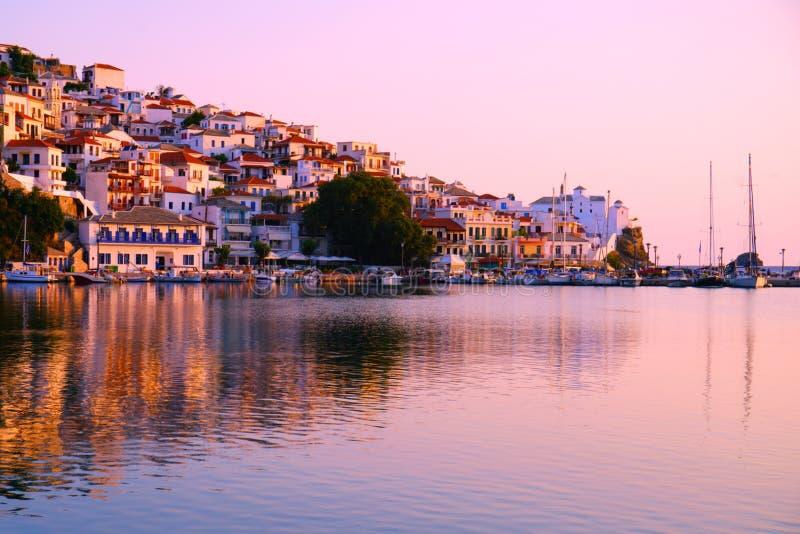 Grecja, Grodzki Scopelos przy wschód słońca zdjęcie stock