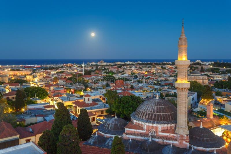 Grecja, Rhodes, Lipa 12 panorama, - Stary miasteczko i meczet Suleyman wieczór z księżyc na Lipu 12, 2014 w Rhodes, G obrazy stock