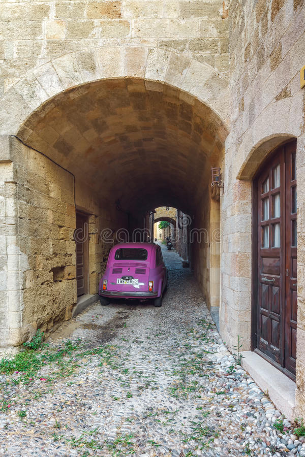 Grecja Rhodes, Lipiec, - 19 ulicy stary miasteczko na Lipu 19, 2014 w Rhodes, Grecja obrazy stock