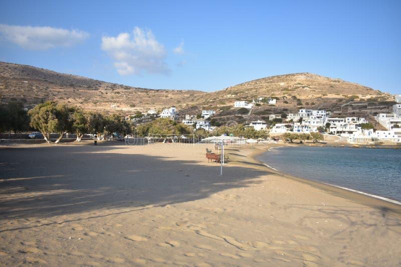 Grecja wyspa Sikinos Portowa plaża obraz stock