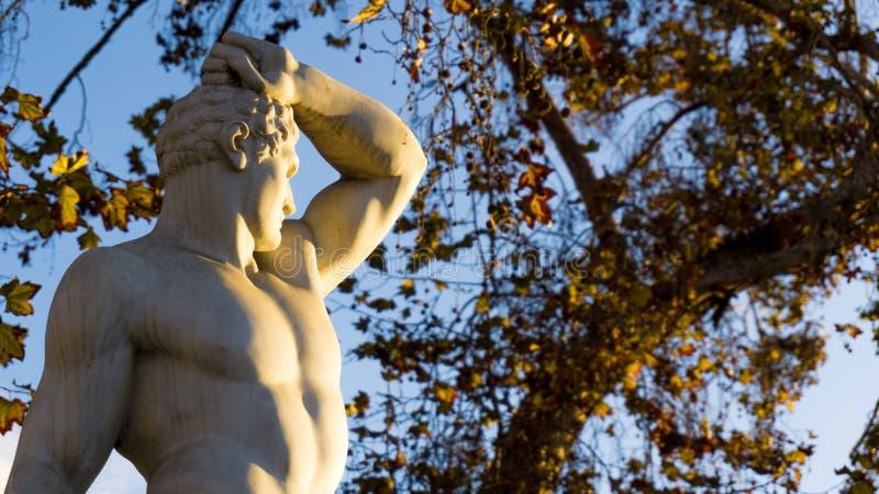 Grecka mężczyzna statua na wieczór słońcu, los angeles Serena, Chile zdjęcia royalty free