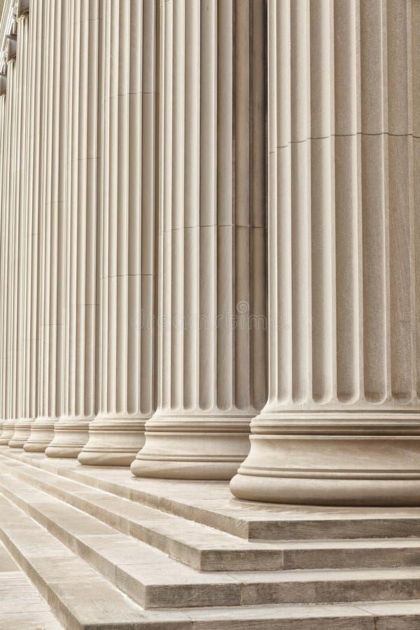 Download Greckie kolumny zdjęcie stock. Obraz złożonej z budynek - 28959470