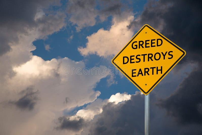 'GREED DESTROYS EARTH', gelbes Straßenschild lizenzfreies stockbild