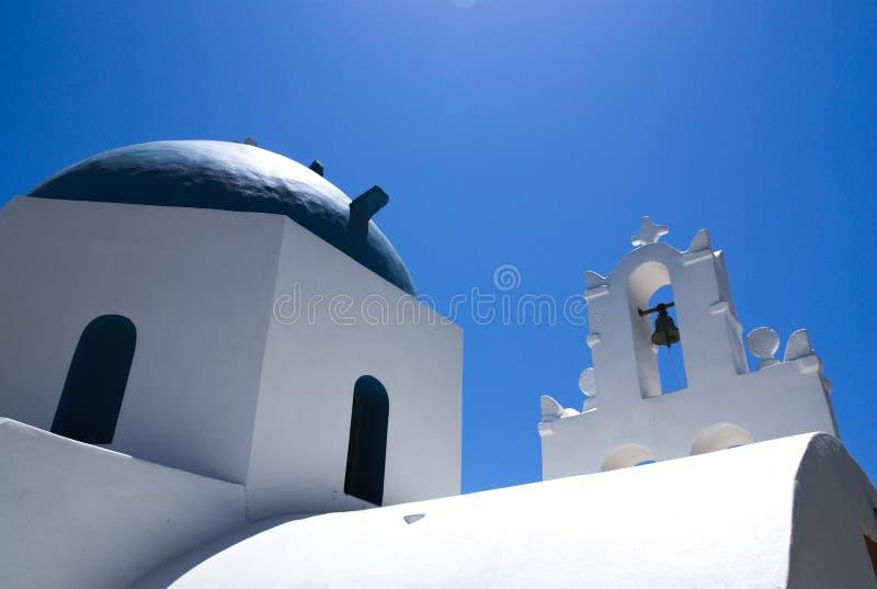 Greeece wyspa Donoussa Dzwonkowy wierza kościół zdjęcie stock