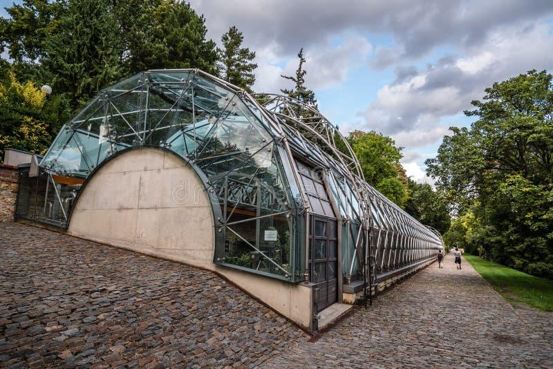 Greeenhouse nel giardino reale del castello di Praga immagini stock
