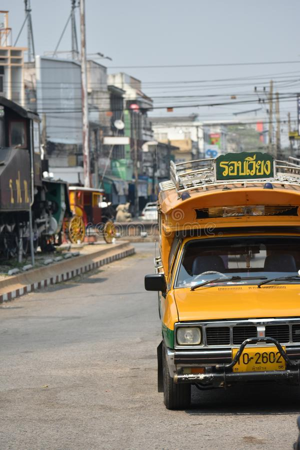 Green†‹and†‹yellow†‹car†jawny ‹Lampang, Tajlandia zdjęcia stock