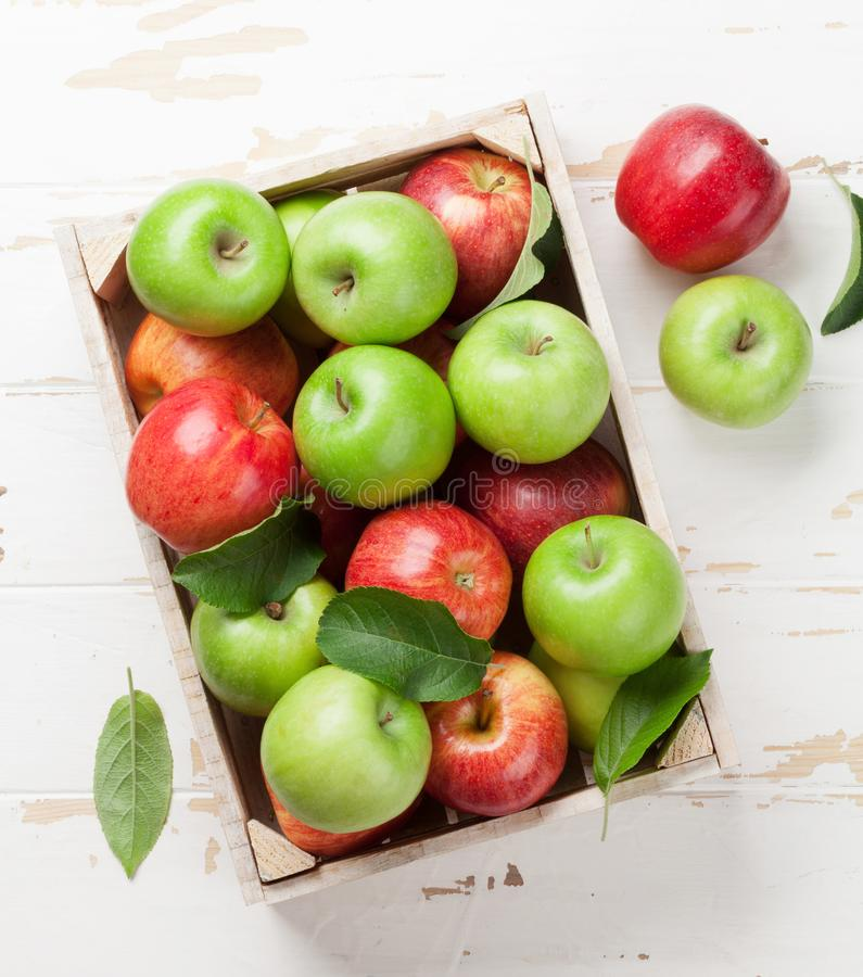 Free Green And Red Apples In Wooden Box Royalty Free Stock Photos - 119173988