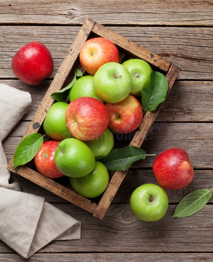 Free Green And Red Apples In Wooden Box Stock Photography - 120248012