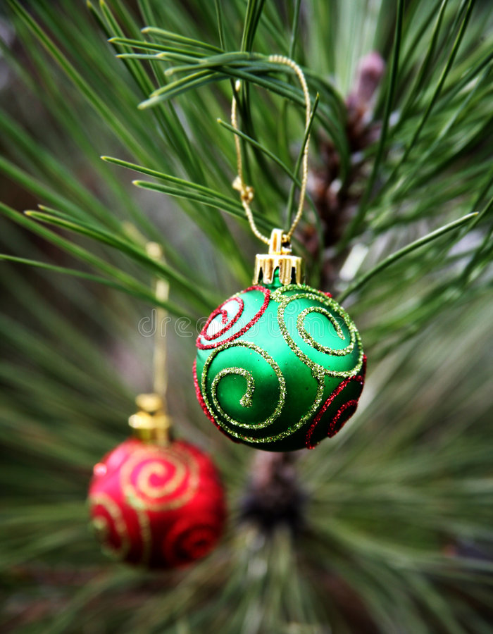Free Green And Red Christmas Bulbs Royalty Free Stock Photos - 1535528