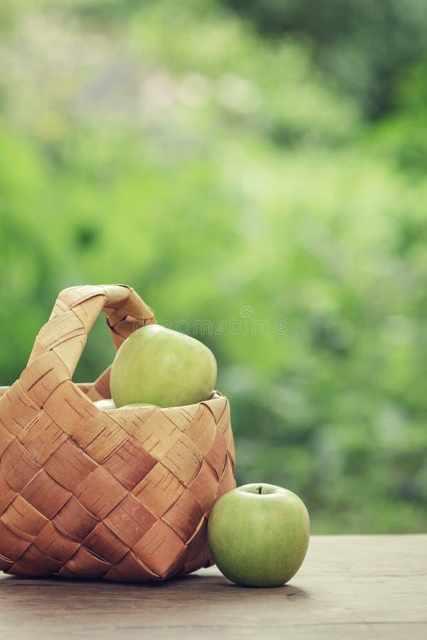 Free Green Apples In A Birchbark Basket Stock Photography - 31592912