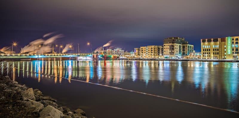 Green Bay-Wisconsin-Stadtskyline nachts stockfoto