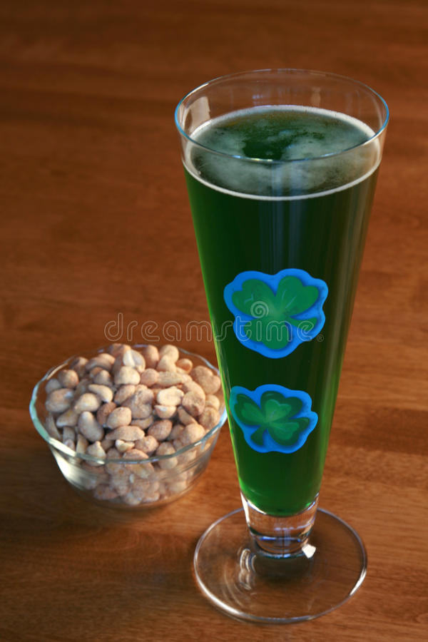 Green beer and peanuts royalty free stock photography