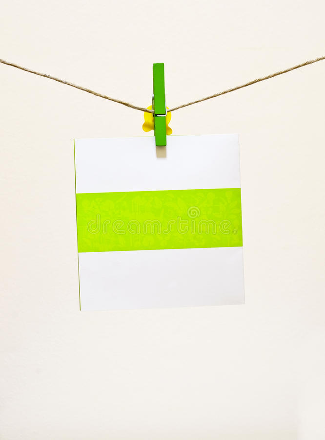 Free Green Clothes-pin Holding Greeting Card Royalty Free Stock Photography - 22244687