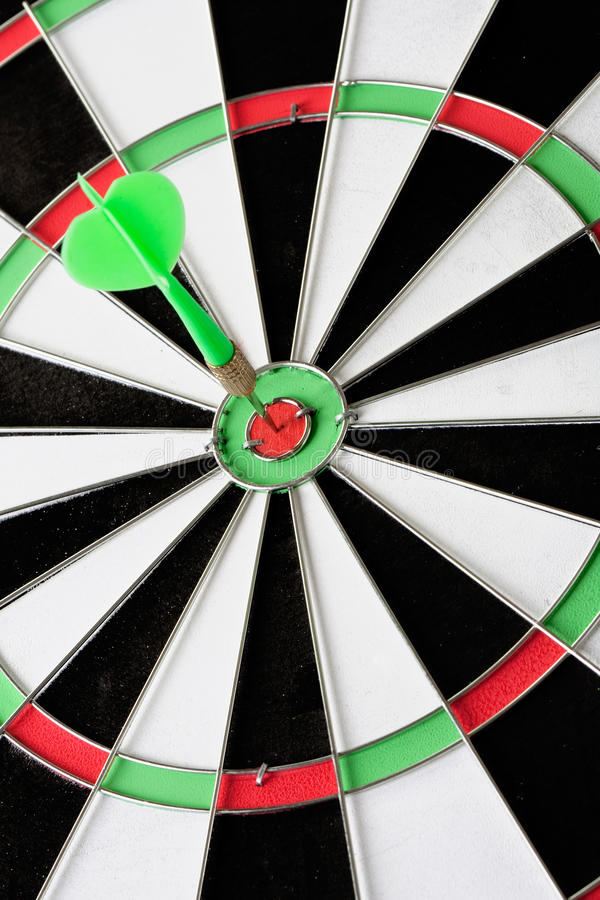 Free Green Dart Punctured In The Center Royalty Free Stock Photography - 12749367