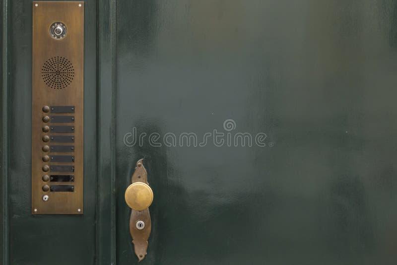 Green_door_golden_knob_bells-2 zdjęcie royalty free