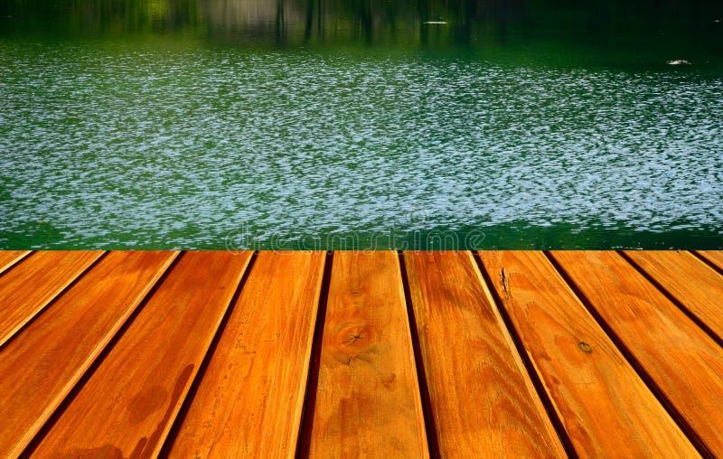 Download Green lake zdjęcie stock. Obraz złożonej z góra, plenerowy - 57663666