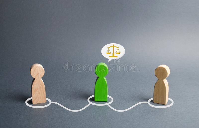 A green man mediates between two people. Judge the two sides and come to a compromise. Negotiations, business deal. Ask for advice. From an experienced stock photos