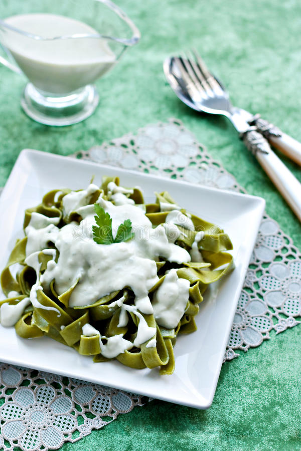Green pasta with cheese sauce