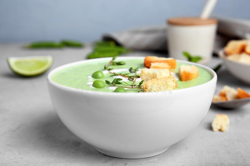 Green pea soup with croutons in bowl royalty free stock images