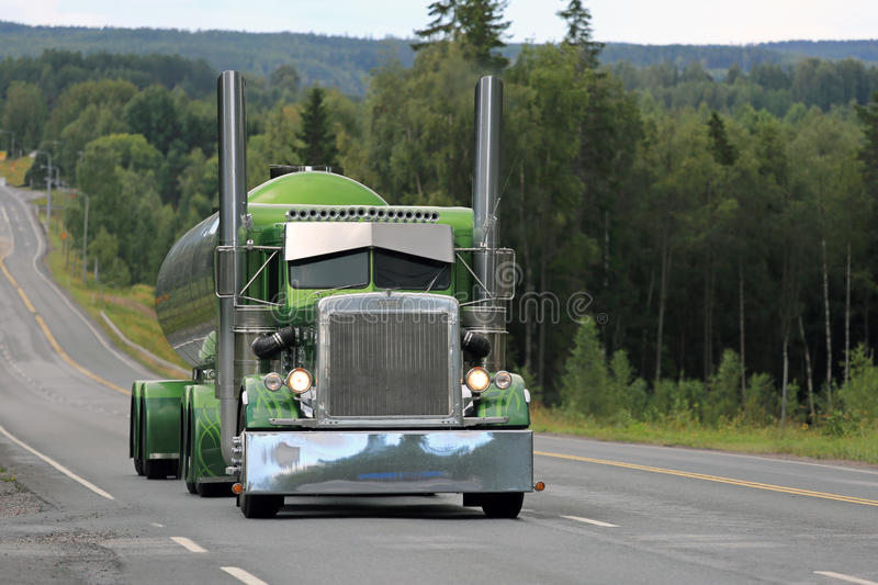 Green Peterbilt 359 Tank Truck on Scenic Highway royalty free stock images