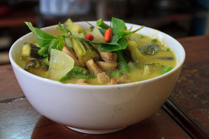 Green Thai curry and rice. In a bowl with vedgetables, chicken chilli stock image