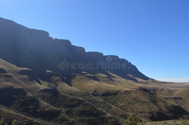 Greenery w Sani przechodzi pod niebieskim niebem blisko Lesotho Południowa Afryka granicy zdjęcie royalty free