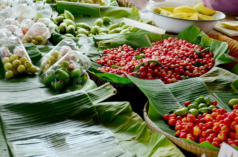 Greengrocery eller grönsaker och fruktaffär royaltyfri fotografi