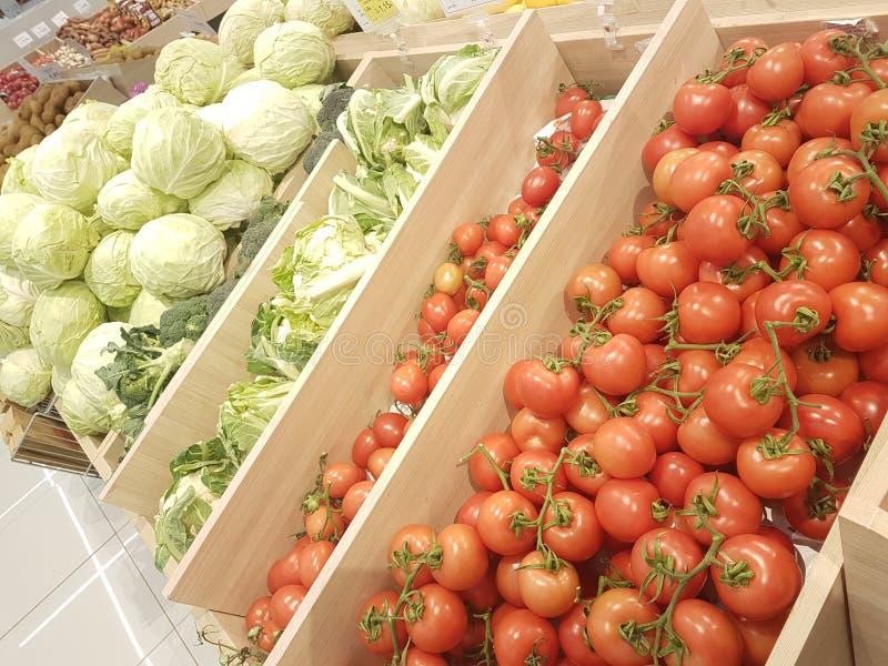 Greengrocery för toppen marknad för tomatkål royaltyfri fotografi