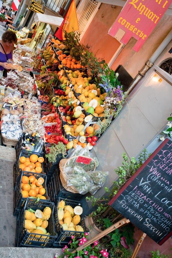 Greengrocery in Taormina, Sizilien lizenzfreies stockfoto
