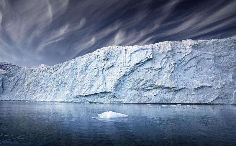 Download Greenland lodowiec zdjęcie stock. Obraz złożonej z słup - 53788576