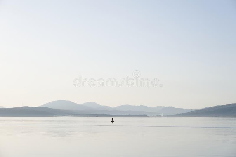 Greenock pacífico Escocia Reino Unido del gourock de la tarde del inverclyde del verano de las montañas de la opinión de Clyde de fotografía de archivo libre de regalías