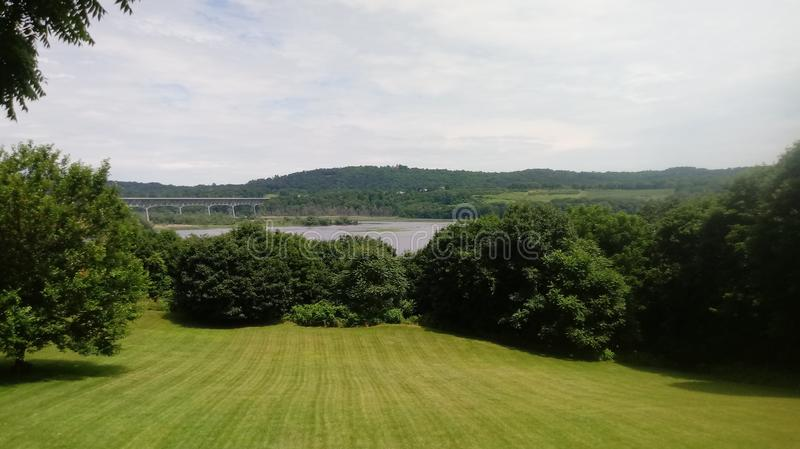 Greenscapes mostu widok obraz royalty free