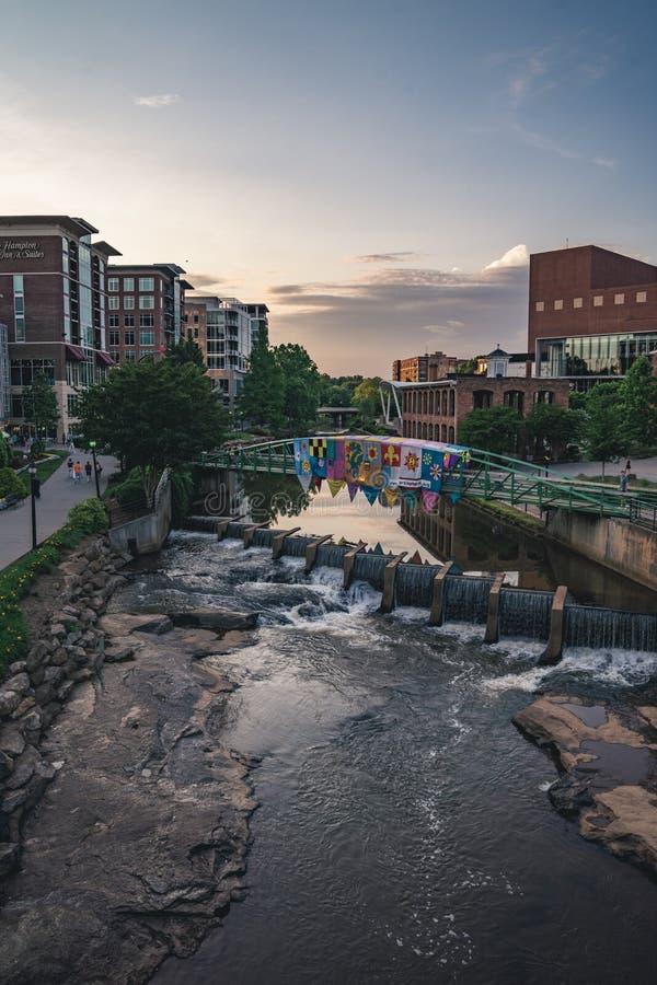 Greenville do centro, SC em Reedy River imagem de stock royalty free