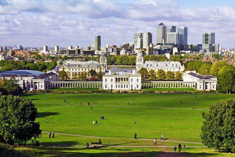 Greenwich e molo color giallo canarino fotografia stock
