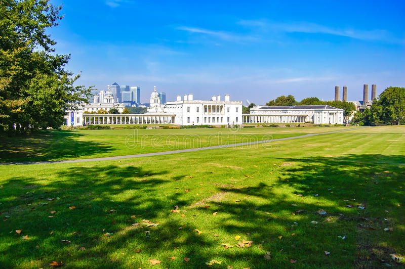 Greenwich Parkuje, Morska muzeum i Londyn linia horyzontu na tle obrazy stock