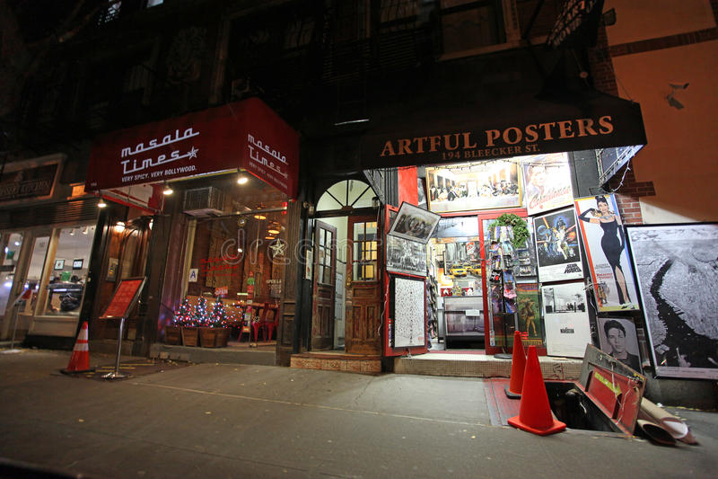 Greenwich Village robi zakupy nocą, NY, usa obrazy royalty free