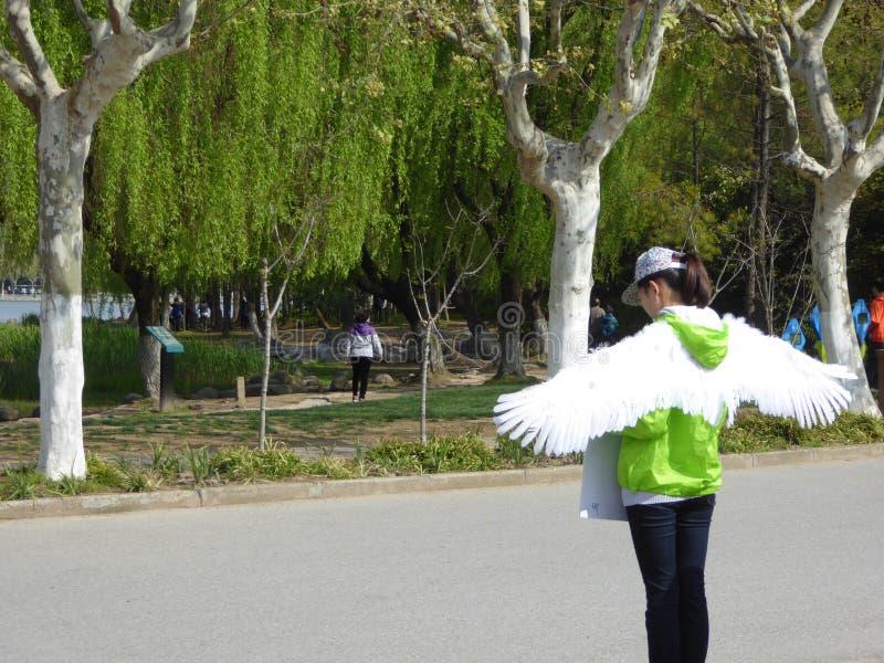 Greeter da mulher no parque do século fotos de stock