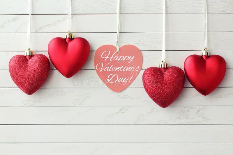 greeting lyckliga valentiner för kortdag röda härliga hjärtor royaltyfri foto