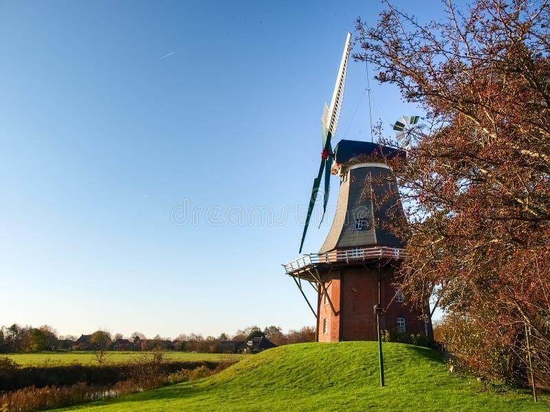 Greetsiel,传统荷兰风车 免版税库存图片