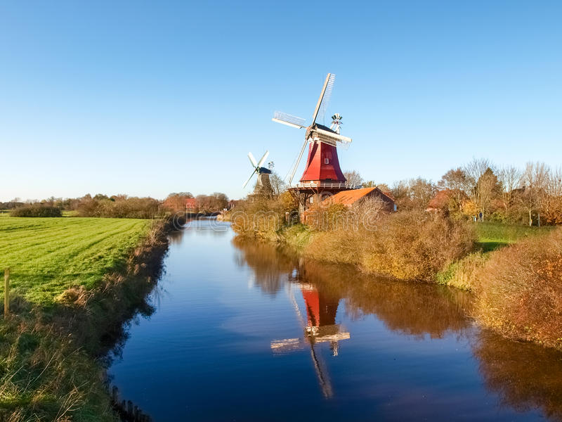 Greetsiel,传统荷兰风车 库存图片