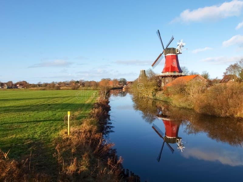 Greetsiel, moulin à vent traditionnel photos stock