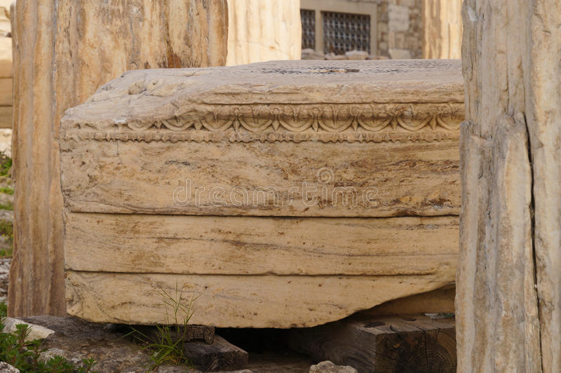 Grego antigo arruinado no Partenon, Atenas, Grécia fotografia de stock royalty free