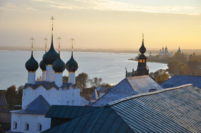 Gregory a igreja e o Grigoriev do teólogo eleva-se no Kremlin em Rostov o grande imagem de stock