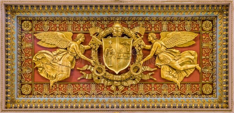 Gregory XVI vapensköld från taket av basilikan av helgonet Paul Outside väggarna, i Rome arkivbilder