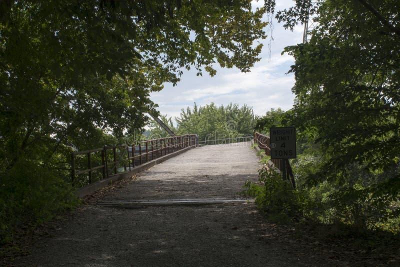Greifen Sie auf Brücke zur mittleren Insel zu stockfoto