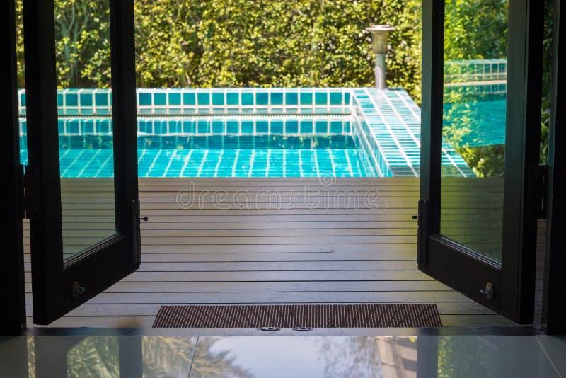 Greifen Sie auf Pool-Zimmer zu stockfoto
