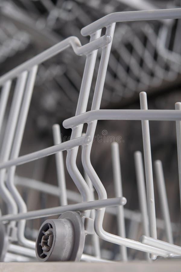 Greifen Sie Maschine, Spülmaschine verlängert auf ein Rädchen ineinander lizenzfreie stockfotografie