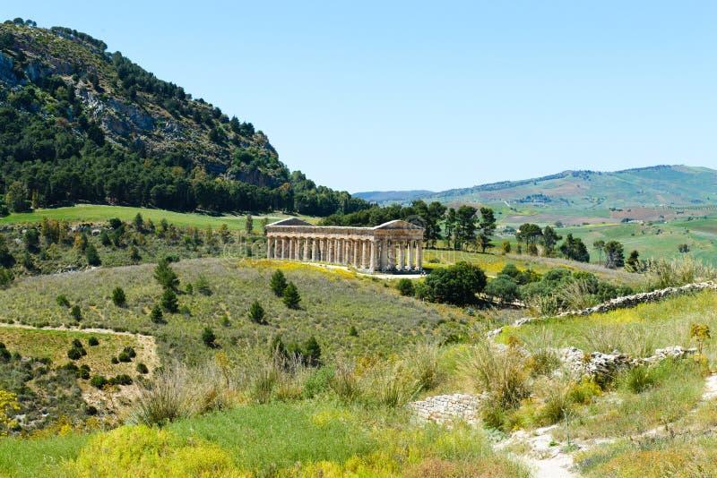 Grekisk dorisk tempel i Segesta arkivbild