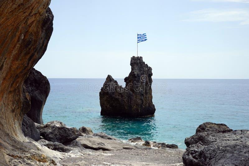 Grekisk flagga på vagga arkivfoton